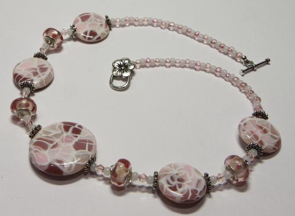 Бижутерия Двухслойное розовое колье с лампворк